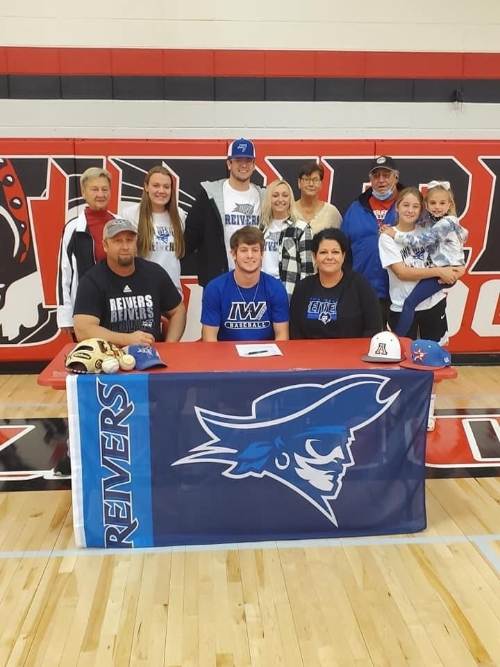 Brody Darnall signs with Iowa Western.
