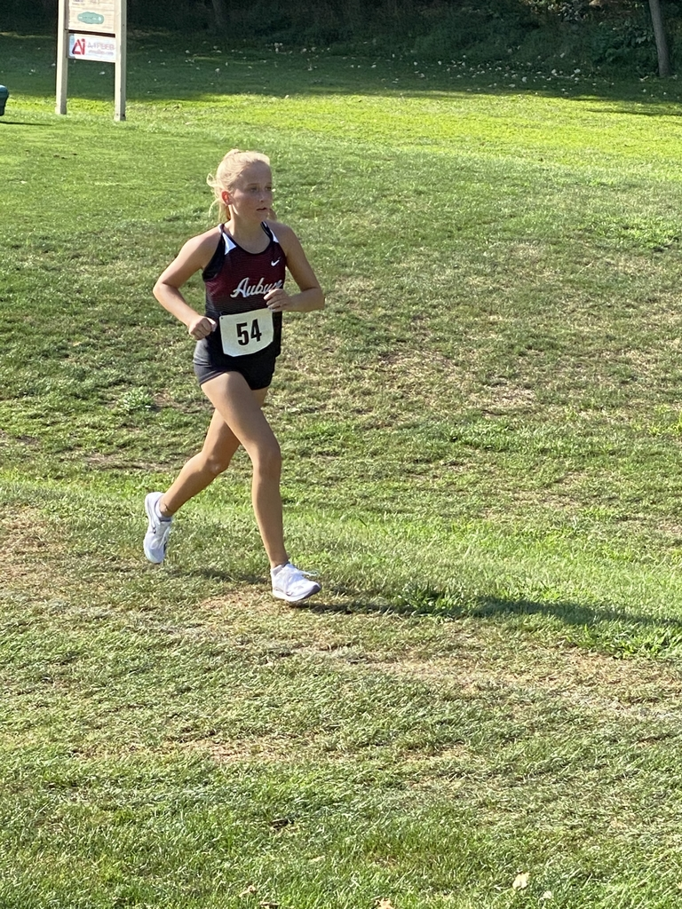 Sydney Binder wins girls race.